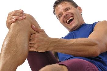 какие привычки могут привести к болям в колене